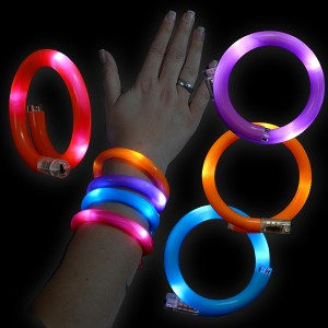 "LED Wickelarmband ""Rot, Blau, Orange, Lila"" Sortiert"